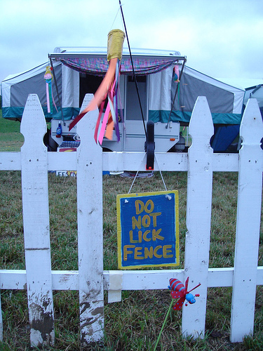 DO NOT LICK FENCE
